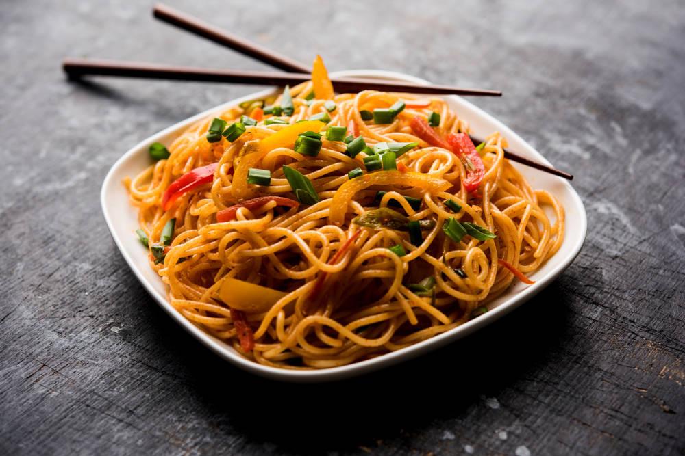 طريقة عمل النودلز بالخضروات الصينية