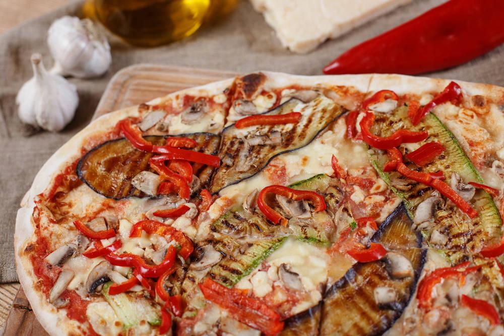 طريقة عمل البيتزا بالباذنجان والثوم