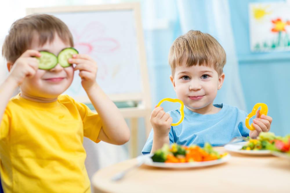 أطعمة لتقوية نظر الطفل