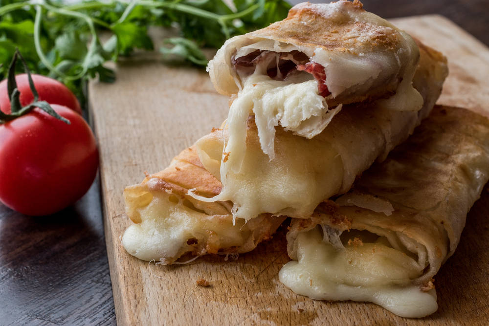 فطائر البسطرمة والجبنة .. بالعجينة السريعة