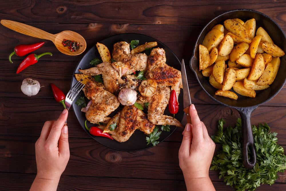 طريقة عمل أجنحة الدجاج بالثوم والفلفل الحار