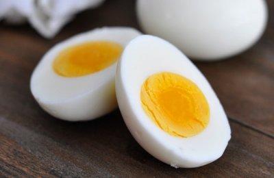 اليك  طريقه سهله لسلق البيض المشروخ