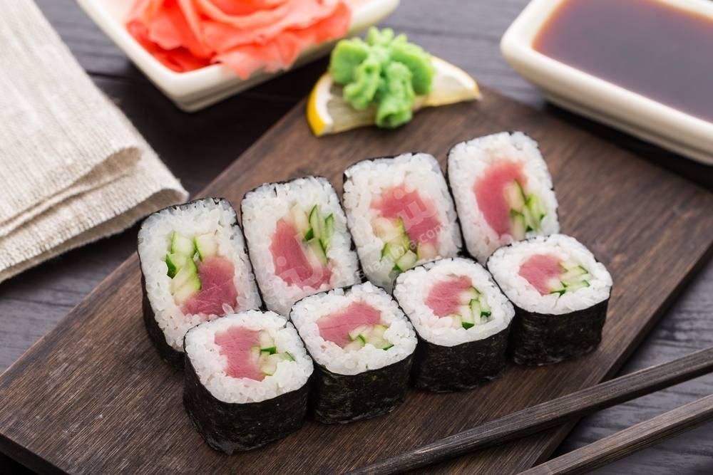 طريقة عمل سندويتشات سوشي التونة والخيار