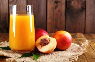 عصير الخوخ من العصائر التي تساعد على خسارة الوزن ، تعرفي على طريقة تحضيرة في أقل من 5 دقائق 
