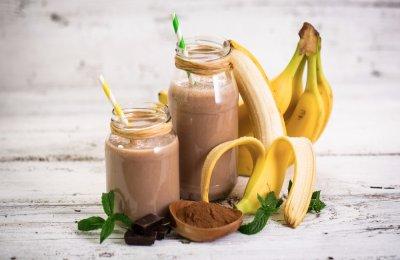 طريقه عمل سموثي الموز بالكاكاو المثلج
