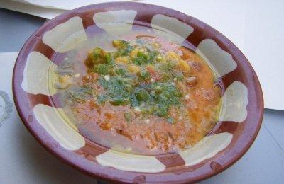 الفول من الأساسية على السحور أو الفطور أو العشاء ، تعرفي على طريقة تحضيره بالزيت الحار بمكونات بسيطة وسريعة كما في المطاعم 