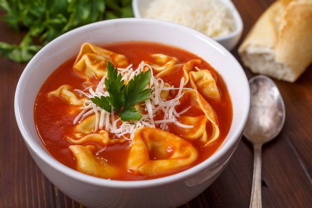 طريقة عمل شوربة الطماطم بالجبن