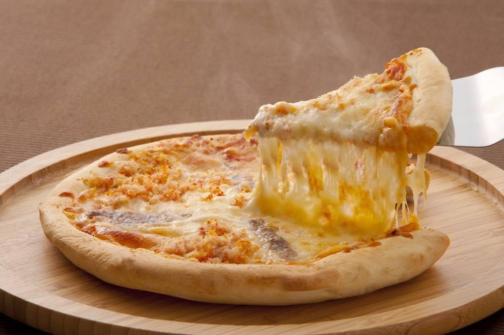 طريقة عمل بيتزا بالجبنة الشيدر شملولة