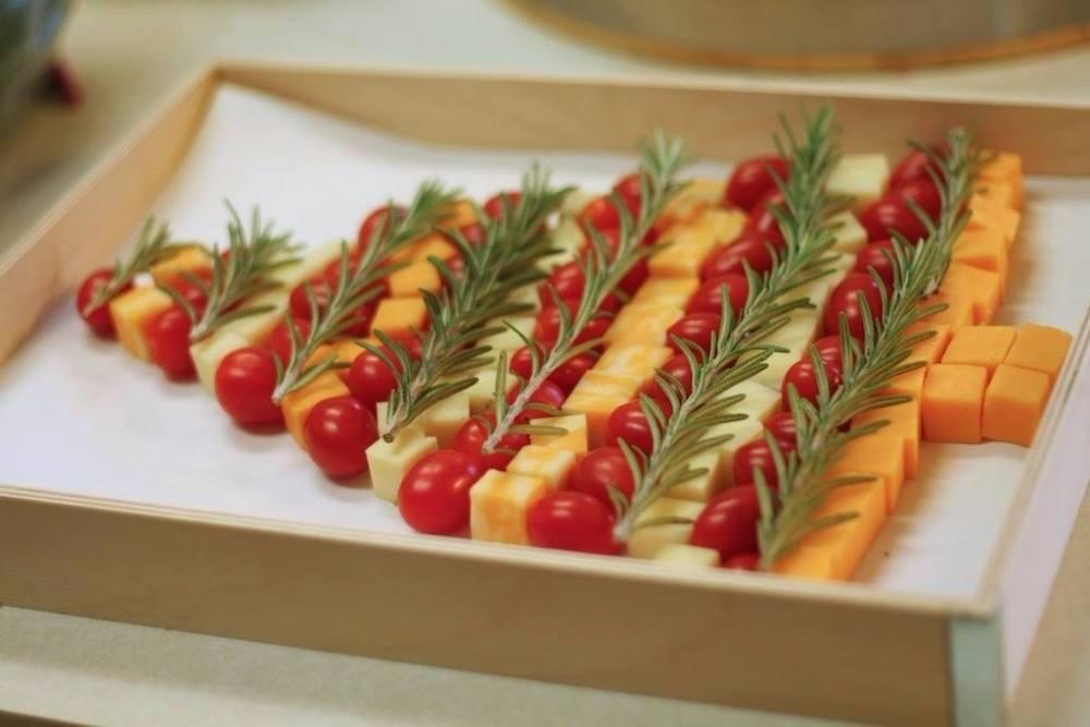 طريقة عمل شجرة كريسماس بالجبنة والروز ماري