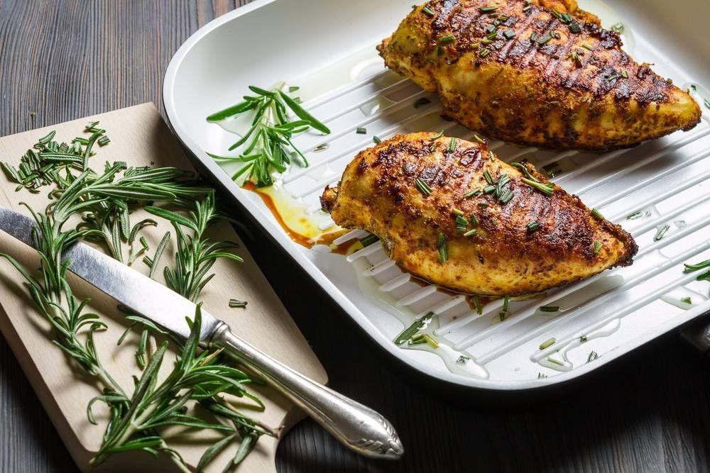 طريقة عمل صدور الدجاج بالروزماري