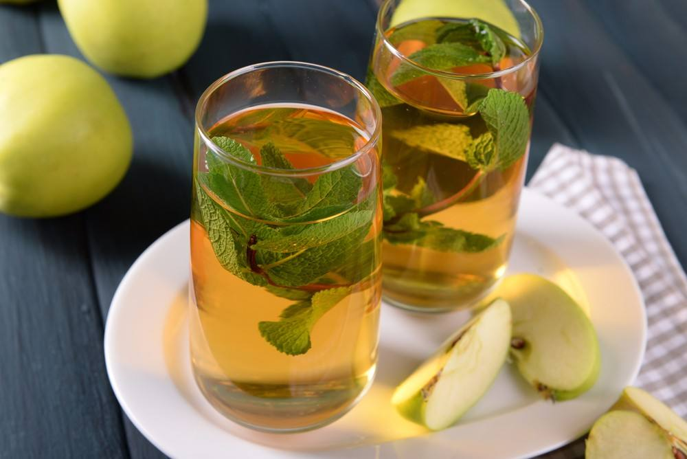 طريقة عمل شاي بالتفاح والنعناع