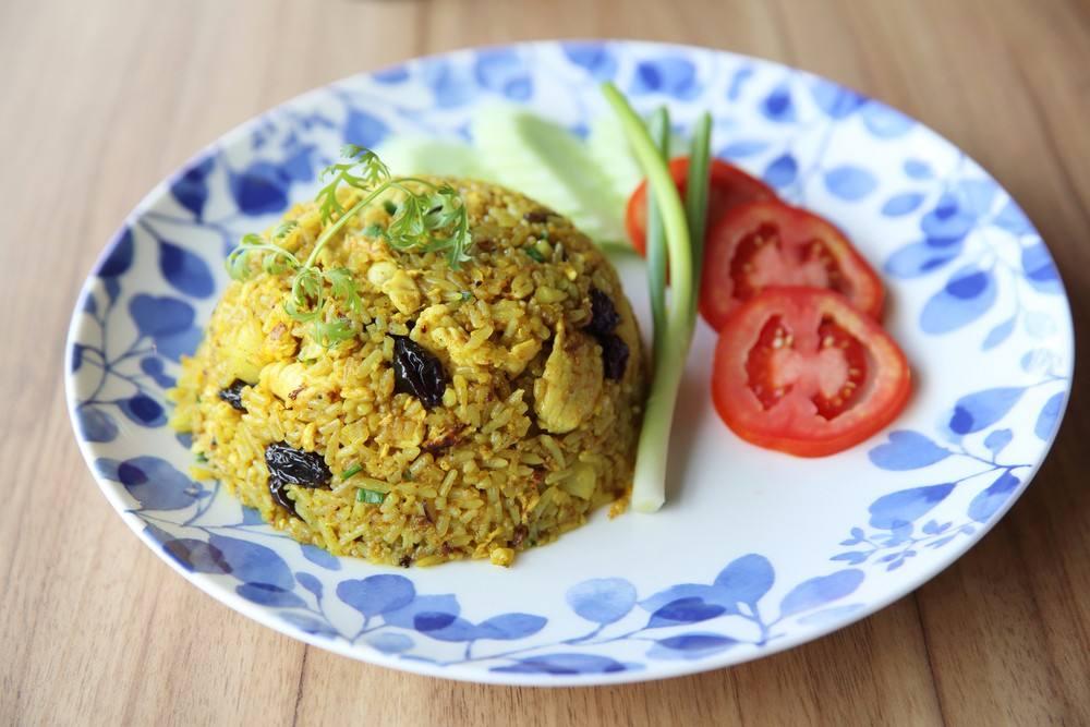 أرز بسمتي بالكاري والزبيب وصفة من المطبخ الهندي