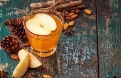 مشروب التفاح بالقرفه واللوز  حضريه في الشتاء