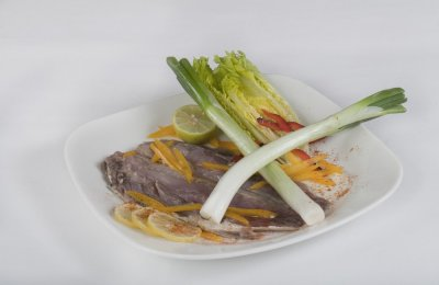 الفسيخ من الأكلات المصرية الشهيرة، وهو عبارة عن سمك بوري يتم تخليله بطريقة معينة، وهو من الاطباق الرئيسية في شم النسيم وعيد الفطر، ويقدم مع الرنجة والبصل الأخضر والليمون بالإضافة إلى الخبز البلدي