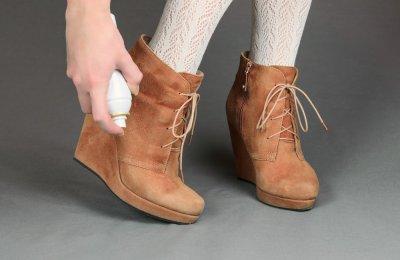 4 خطوات لتنظيف الحذاء الشتوي