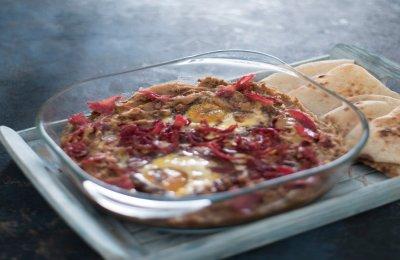 لمحبي الفول نقدم لكم اليوم طبق من المطبخ المصري طاجن الفول بالبيض والبسطرمة 
