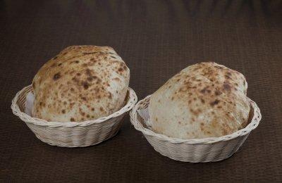 العيش البلدى من الأكلات التي لا غنى عنها فى أى بيت مصرى ويتم تناوله مع معظم الأكلات