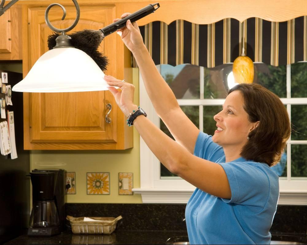 تنظيف لمبة المطبخ