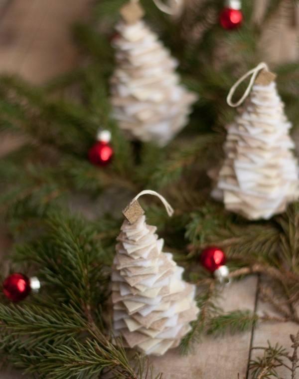 بالصور .. طريقة عمل شجرة الكريسماس بأقل تكلفة